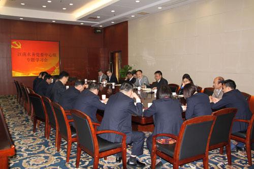 党委中心组学习贯彻党的十八届六中全会精神