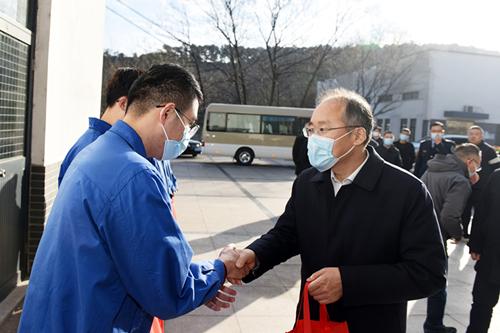 江阴市委副书记、市长包鸣一行来公司走访慰问
