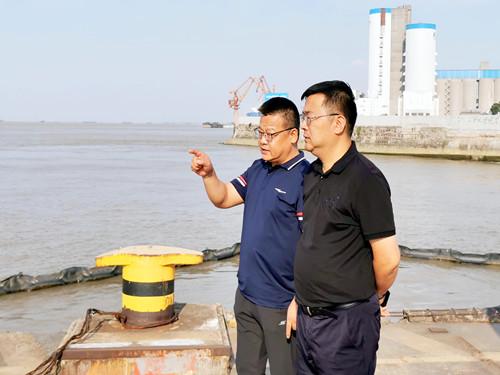 市公用事业局局长张学春一行来公司检查供水保障工作